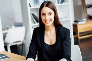 Young-business-woman-in-office_4